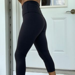 Black Lululemon Stretch Capri Yoga Pants